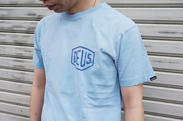 DEUSのTシャツ